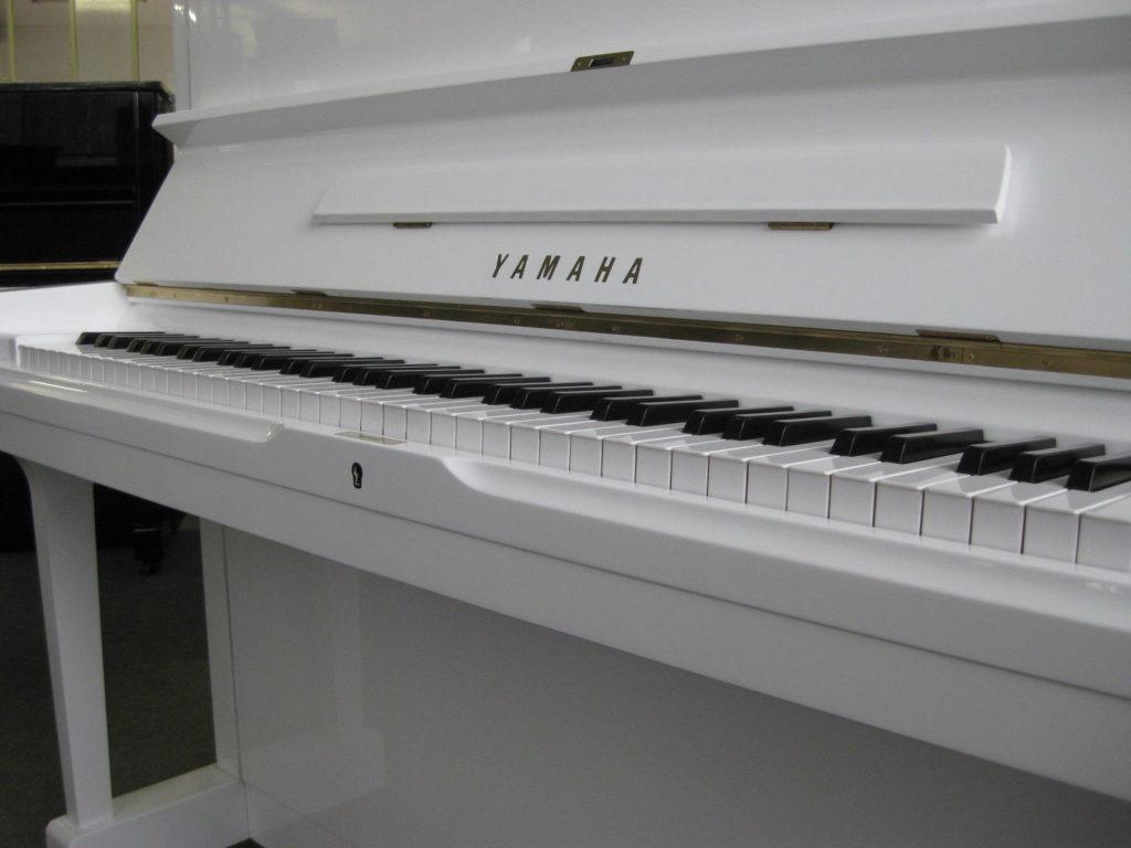 Yamaha U 1 weiß poliert Piano Zifreind
